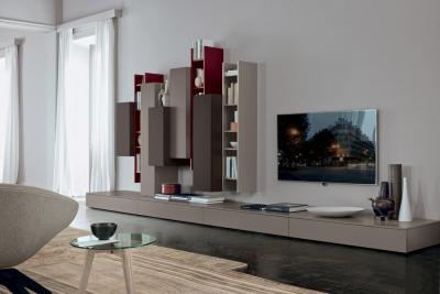 Composizione living con elementi libreria verticali appesi